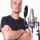 Votre acteur vocal masculin au code FR-M-1310, est prêt à vous aider avec votre commande Français d'enregistrement voix off audiotel.