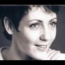 Votre acteur vocal féminin au code FR-F-0386, est prêt à vous aider avec votre commande Français d'enregistrement voix off audiotel.